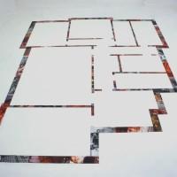 La stanza di Roberto - 2005, collage di foto su pavimento, dim. ambiente