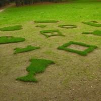En Plein Air - 2006, Castello di Racconigi, sagome d'erba ritagliate