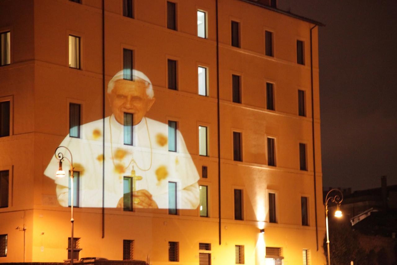 Il Papa macchiato